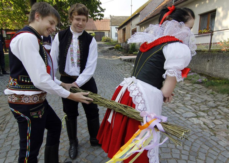 An example of strange traditions around the world