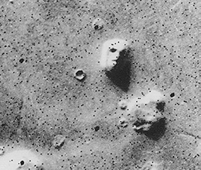Face on Mars - 10 Mysterious Photos Taken In Space