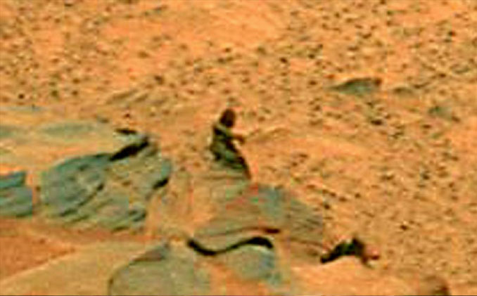 Mysterious Creature on Mars - 10 Mysterious Photos Taken In Space