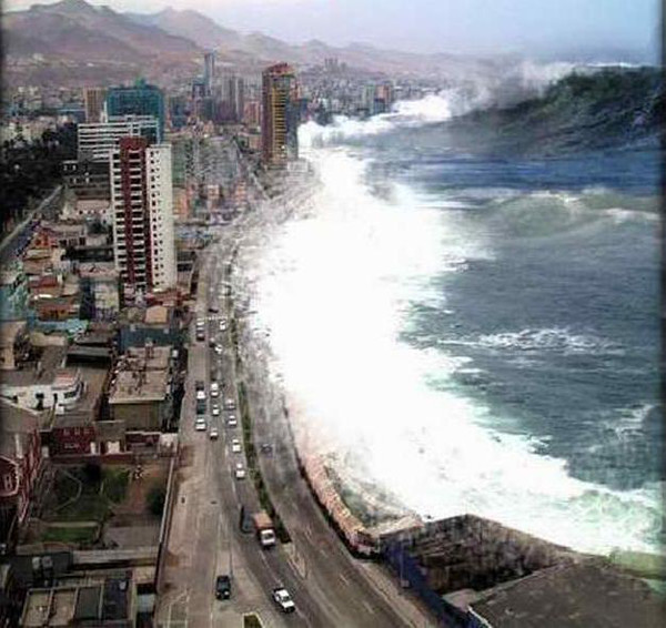 This is a hoax photos of the 2004 Tsunami in Thailand