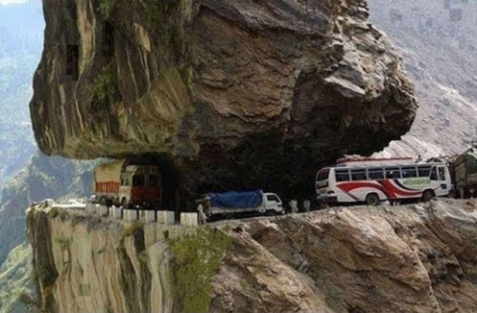 Karakoram Highway in Pakistan is a dangerous road.