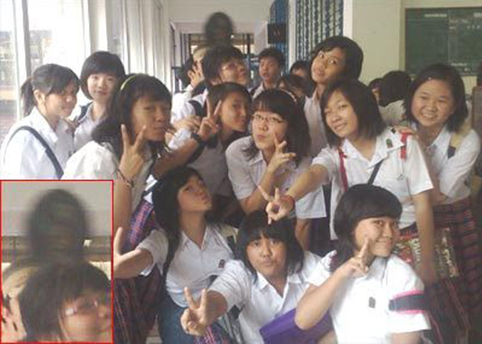 Mysterious shadow person in school photo - 10 Real Ghosts That Have Appeared in School Photos