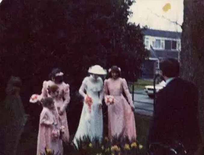 Ghost photographed with wedding party - 10 Scary Ghost Photos That No One Can Explain