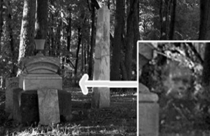 This vintage ghost photo will make you scared.