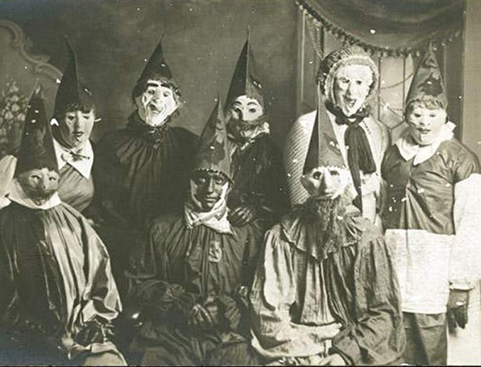 Vintage clown Halloween costumes - The Scariest Halloween Costumes of All Time