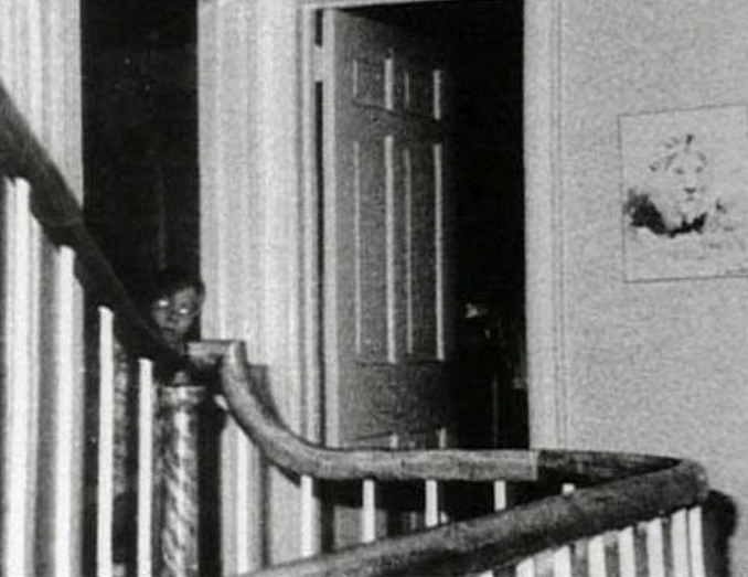 The Amityville ghost - These Real Photos Have Very Disturbing Backstories