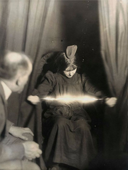Woman produces ectoplasm during seance in 1912