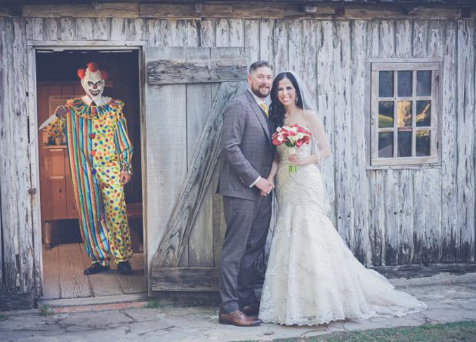 Clown appears in creepy wedding photos