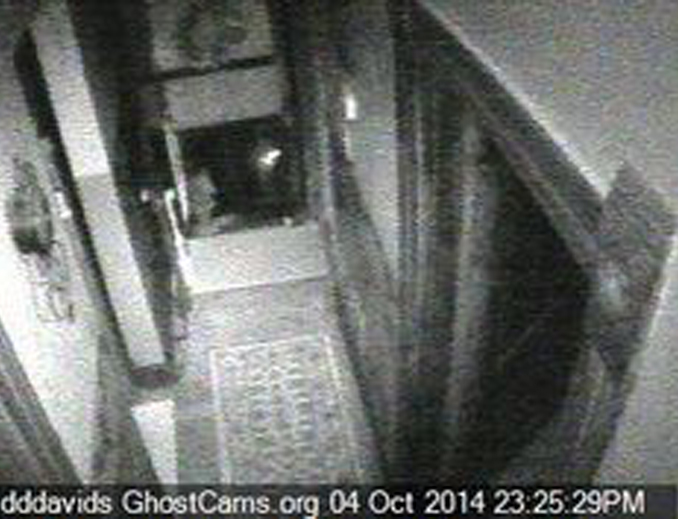 One of many paranormal webcams in Dddavid's haunted house