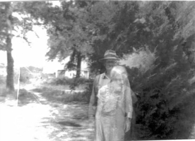 Old photo shows ghost of deceased wife