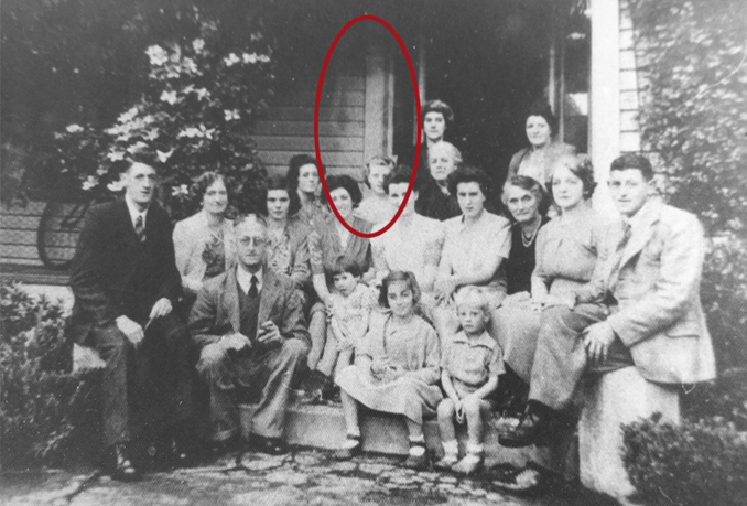 Old Family photo appears to show a ghost