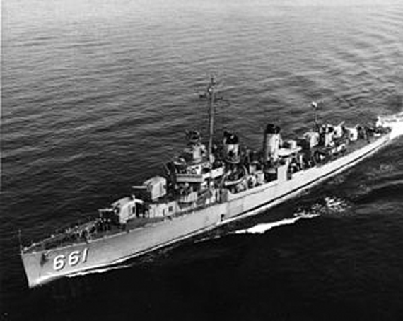 Black and white photo of USS Kidd DD 661 in ocean.