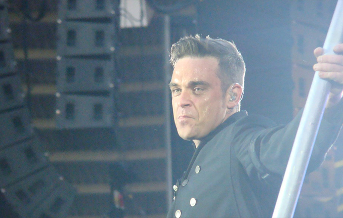 Robbie Williams, a celebrity who claims to have seen aliens.